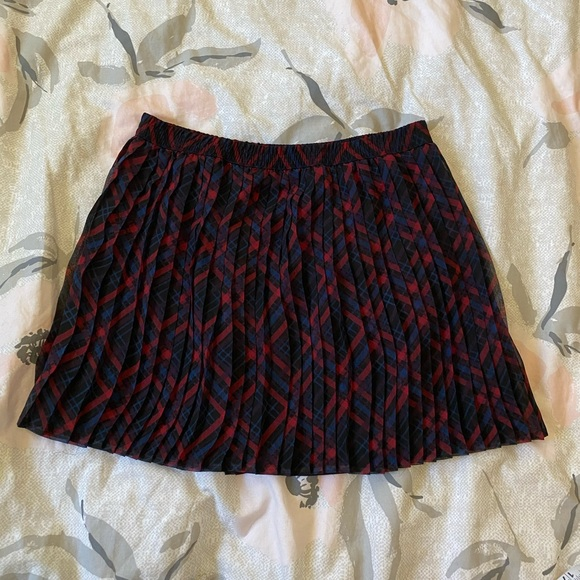 Forever 21 pleated / checked mini skirt size M